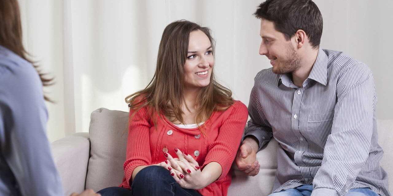 https://terapiando.com.br/wp-content/uploads/2013/07/Como-funciona-terapia-de-casal-1280x640.jpg